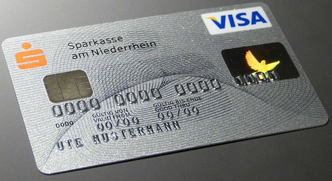 短期間で発行されるクレジットカードについて